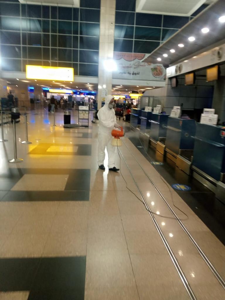 تعقيم الطائرات والمطارات المصرية